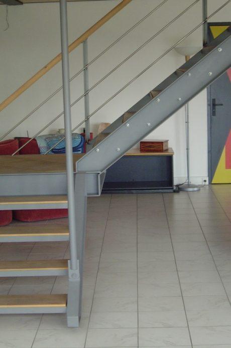 escalier suspendu en acier