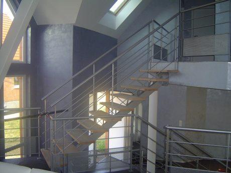 escalier métal limon central marches chêne