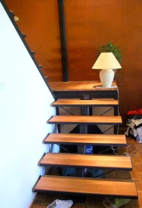 escalier m tal limon central avec palier de rangement metal concept escalier ferronnerie d. Black Bedroom Furniture Sets. Home Design Ideas