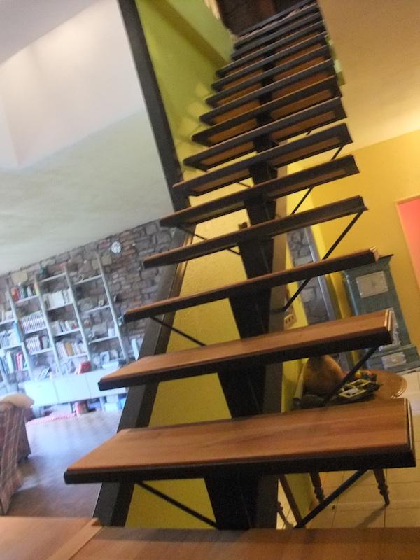 Escalier m tal limon central avec palier de rangement metal concept escal - Escalier limon central prix ...