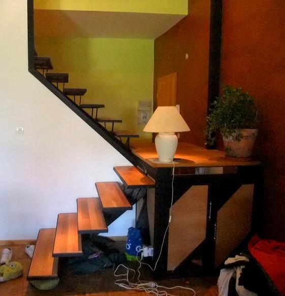 escalier m tal limon central avec palier de rangement. Black Bedroom Furniture Sets. Home Design Ideas