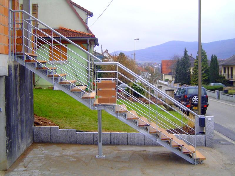 Escalier ext rieur avec limon en ipn metal concept for Prix escalier exterieur bois