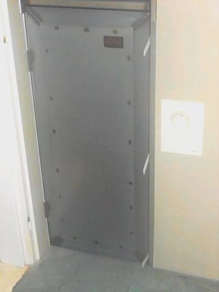 Porte et tag re en m tal metal concept escalier ferronnerie d 39 art a - Porte metallique castorama ...