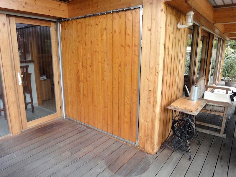 Persiennes verticales mobiles en bois sur ch ssis inox - Persienne pour baie vitree ...