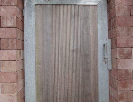 portillon contemporain en acier galvanisé et bois