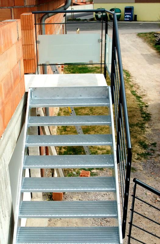 Escalier ext rieur metal concept escalier ferronnerie for Escalier 4 marches exterieur