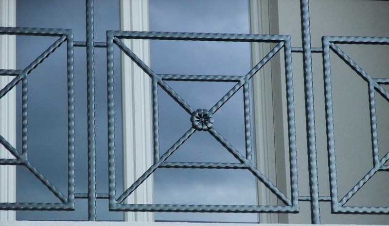 Gardecorps en tube martelé  Metal Concept – escalier
