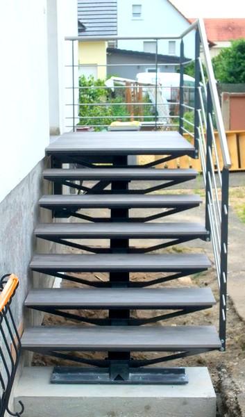 Escalier ext rieur marches en gr s c ramique metal for Largeur escalier exterieur