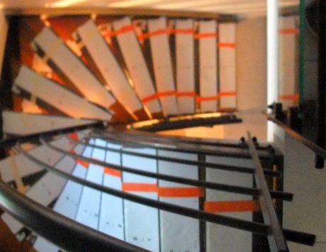 escalier limon central  en fer plat1