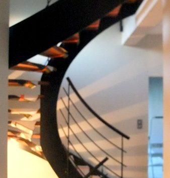 escalier limon central  en fer plat3